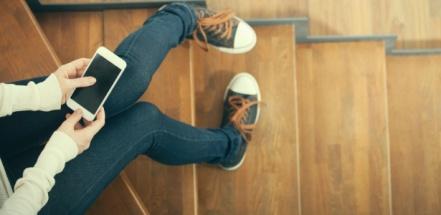 adolescente-no-celular-adolescente-no-smartphone-adolescente-mexendo-no-celular-1471963892216_615x300.jpg